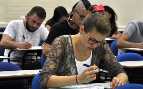 Candidatos realizam prova do Vestibular Complementar de Verão da UPF