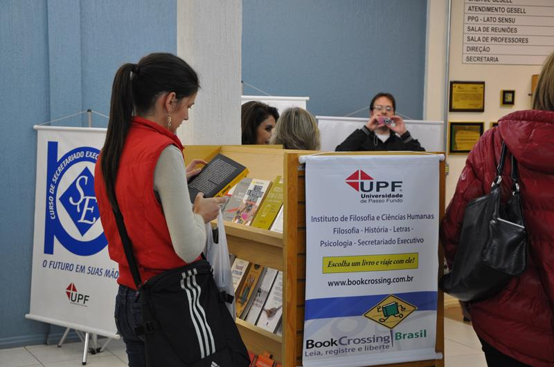 As estantes do projeto estão em diferentes locais: IFCH, Faed, FAC, Feac, Medicina e Campus Soledade.
