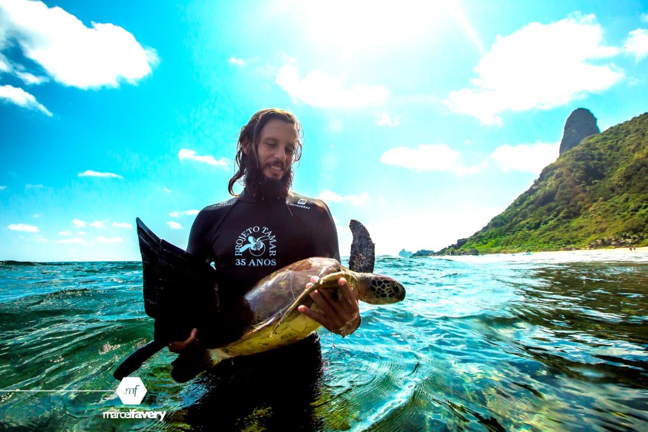 Do sonho à realidade: biólogo atua na conservação e educação ambiental em Fernando de Noronha